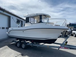 Quicksilver Arvor 690 pilothouse