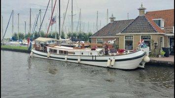 Los barcos profesionales Tjalk Ex navegan