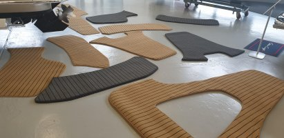 Teak look rug for in the boat