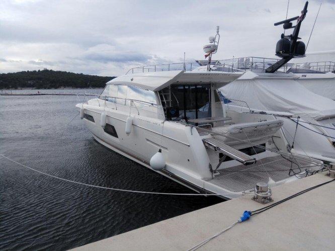 Prestige Yachts 550 S foto: 1