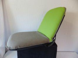 Merkloos stoel
