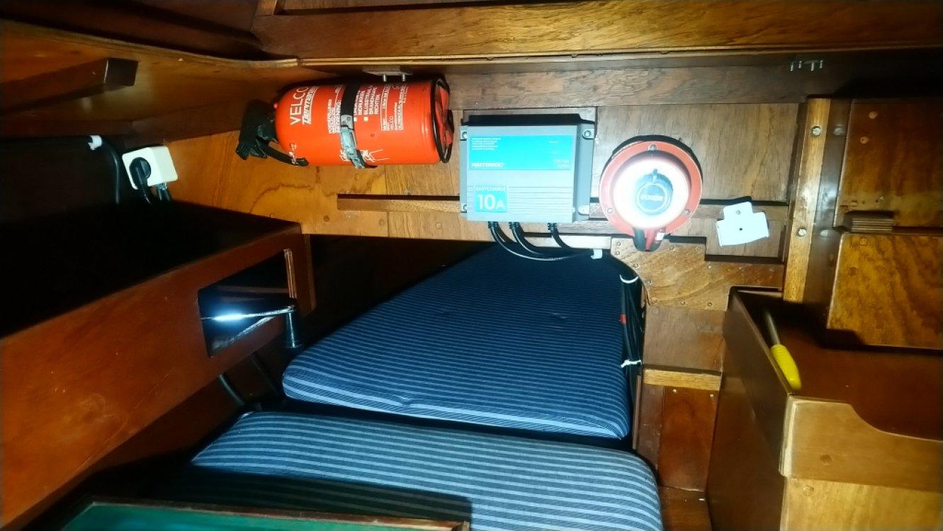 Waarschip 725, Inboard diesel foto: 6