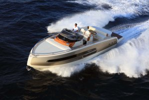 Invictus yacht Invictus 370 GT sportcruiser leverbaar!
