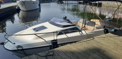 Quecksilber Polyester Boote 5.55 Kabine