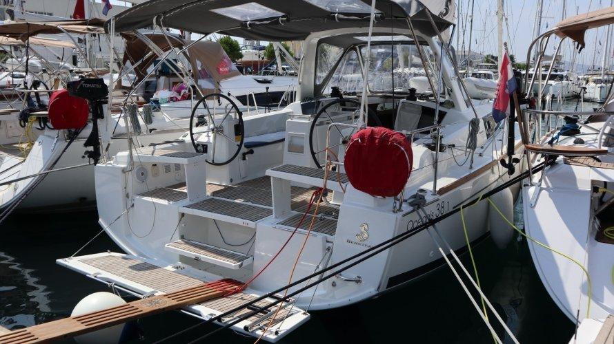 Beneteau Oceanis 38.1 foto: 1